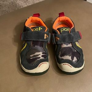 Toddler plae shoes